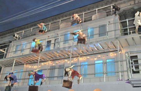 1340410777-openair-acrobatic-show-the-voyage-opens-in-birmingham_1293238.jpg